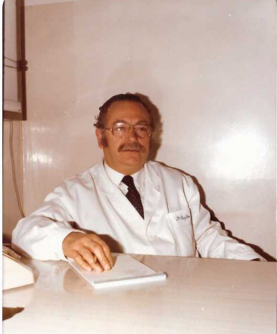 El pare al consultori de la Fàbrica de Sant Benet.