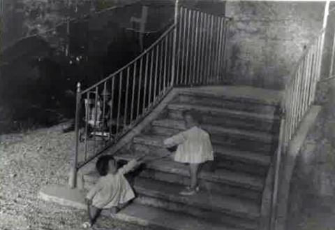 A les escales de l'antiga Casa de l'Amo